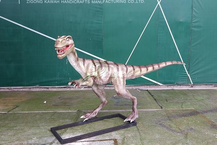 Realistic Coelurosaurs Dinosaur Lawn Statue Snow Proof For Festival Exhibition